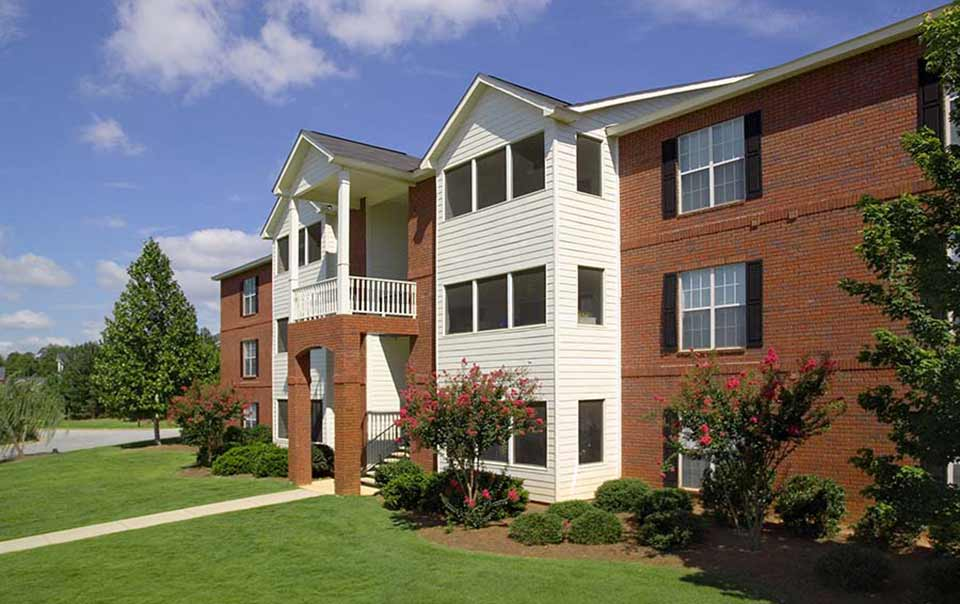 Greystone Farms Exteriros Greystone Properties Columbus GA Apartments landscaping