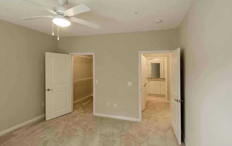 spacious rooms Greystone at Green Island Oaks Columbus GA Apartments
