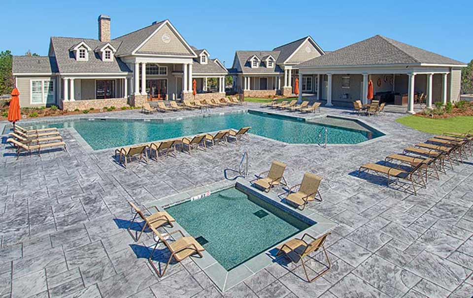 iverChase club house pool and gazebo by Greystone Apartments
