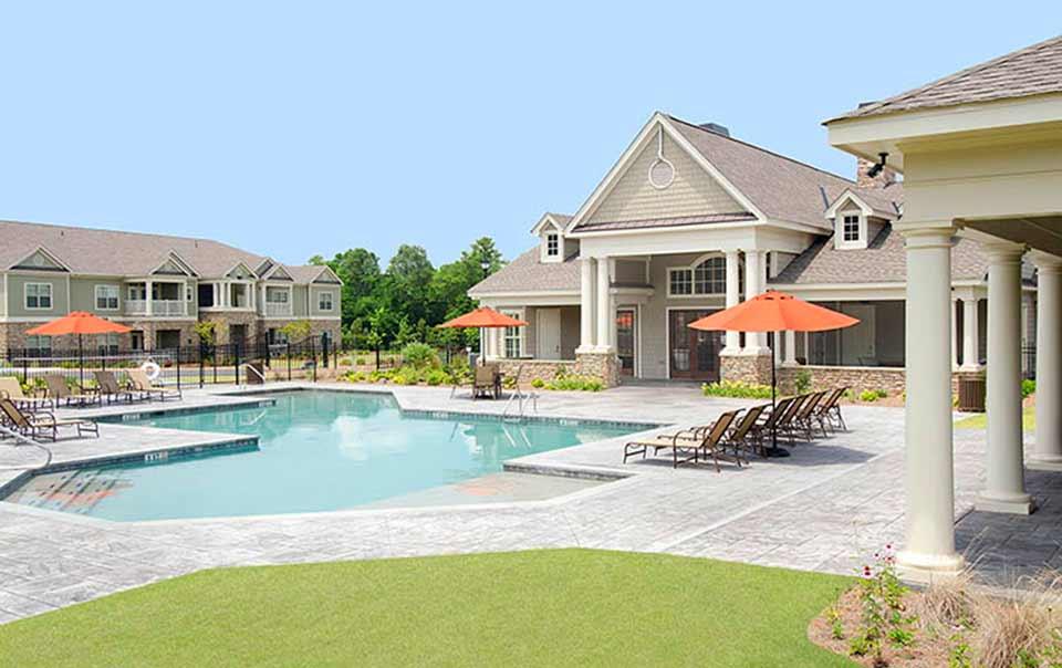 RiverChase club house pool and gazebo by Greystone Apartments