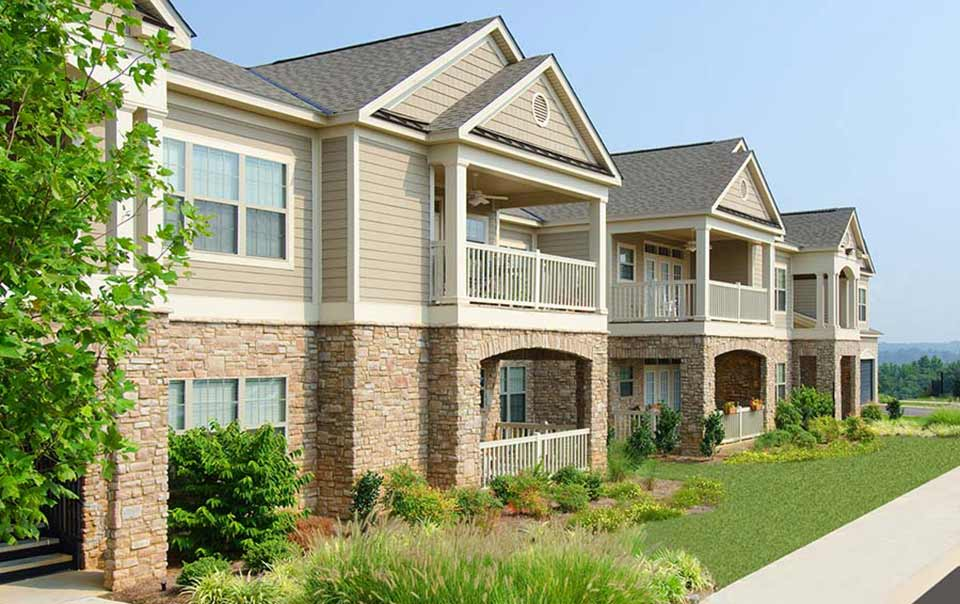 Exterior showing landscaping at Summit at Greystone Properties Knoxville,TN Apartments
