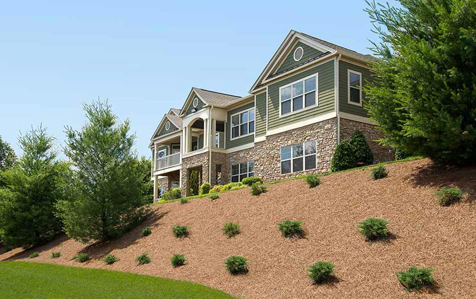 great landscapint at Summit at Greystone Properties Knoxville,TN Apartments