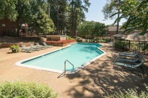 Midtown living at it best at Greystone at Country Club Midtown Apartments