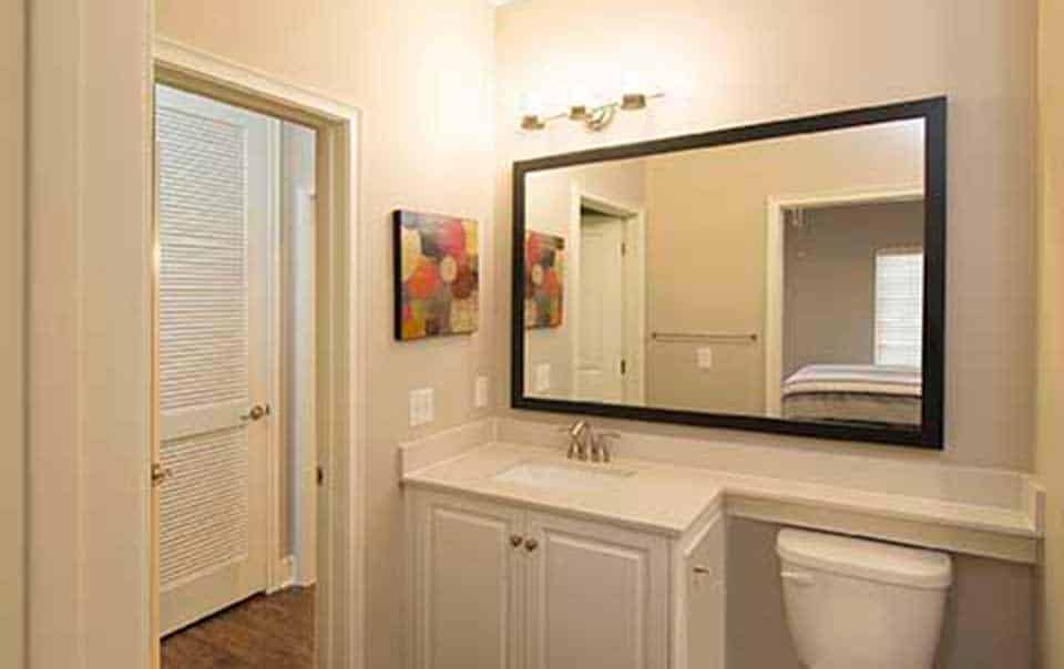 Greystone at Oakland Apartments hall bathroom