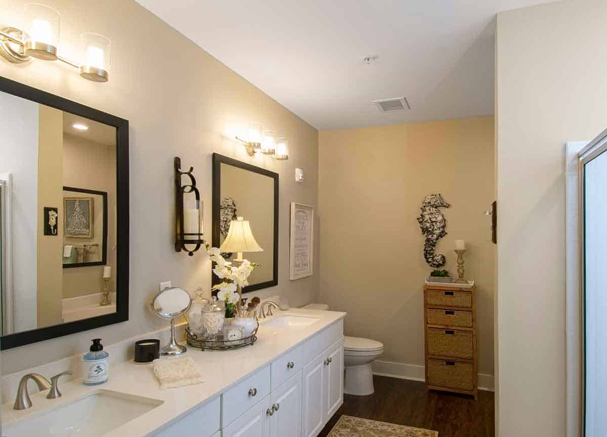 Greystone Oakland Leesburg Phase 2 Master Bathroom