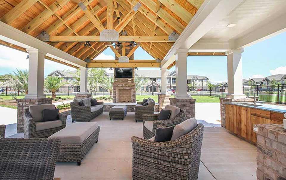 Gazebo and bar at greystone properties gulf breeze reserve apartments
