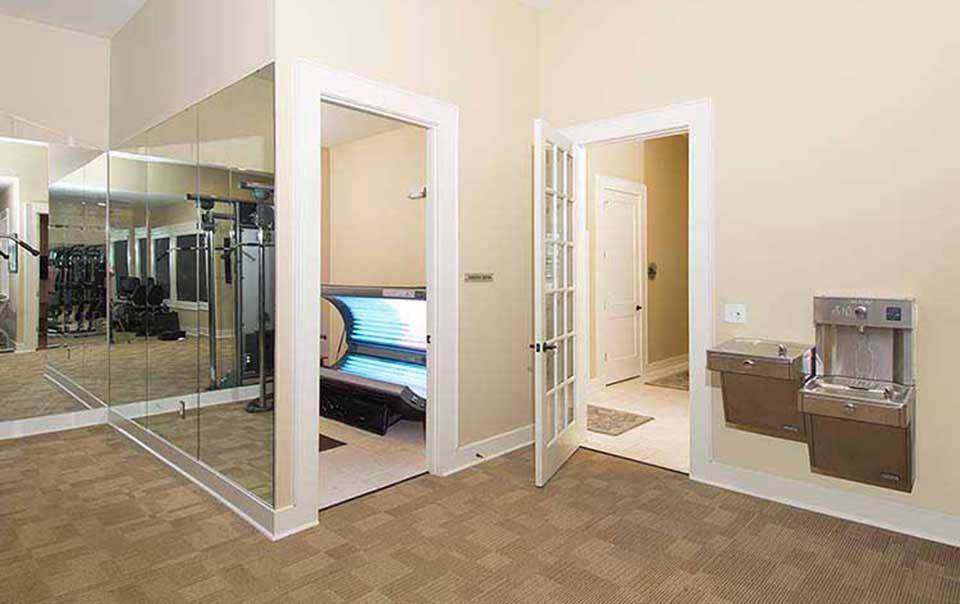 Tanning area at Summiot atgreystone properties gulf breeze apartments